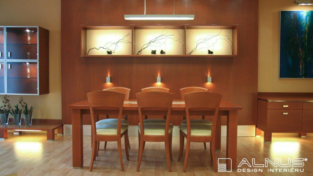 dřevěný jídelní stůl s prosvícenými nikami